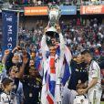 David Beckham a pu célébrer avec ses fils Brooklyn, Cruz et Romeo son deuxième titre consécutif de champion de la MLS avec le Los Angeles Galaxy, grâce à la victoire sur le Dynamo Houston lors de la finale jouée le 1er décembre 2012 au Home Depot Center, et faire ses adieux en apothéose au club américain.