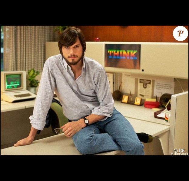 Ashton Kutcher mimétique dans la peau de Steve Jobs pour le biopic jOBS.