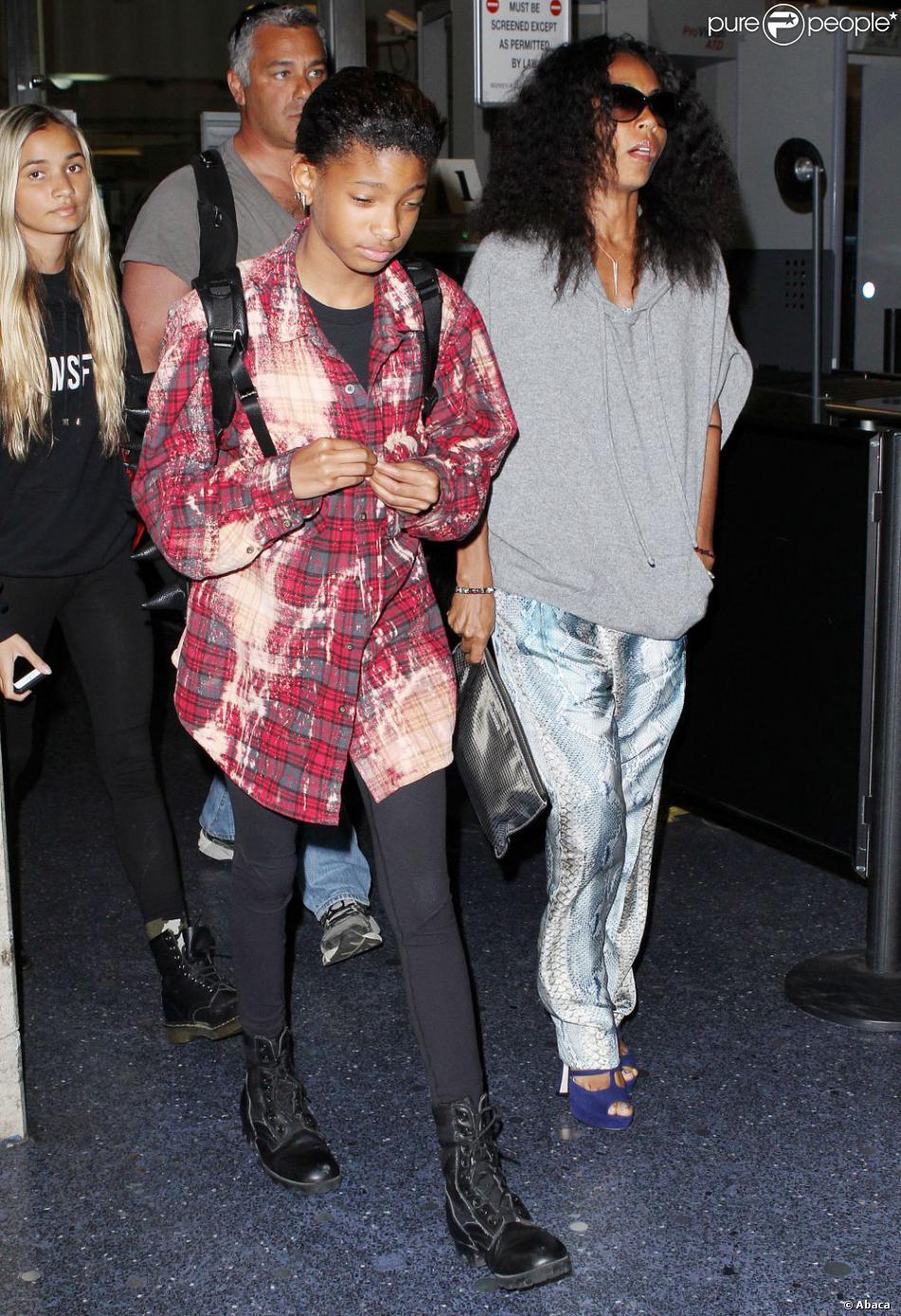 Jada Pinkett Smith, Willow et Jaden arrivent à l'aéroport de Los Angeles à Los Angeles, le 5 décembre 2012.