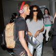 Jada Pinkett Smith, Willow Smith et Jaden Smith, casque audio sur les oreilles, arrivent à l'aéroport de Los Angeles à Los Angeles, le 5 décembre 2012.