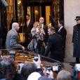 """Céline Dion quitte son hôtel, le George V, pour se rendre sur le plateau de l'émission """"C à vous"""" à Paris, le 28 novembre 201."""