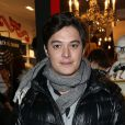 L'acteur Aurélien Wiik assiste à l'ouverture de la boutique Kiehl's au 55 rue du Faubourg Saint-Antoine, dans le onzième arrondissement de Paris. Le 6 décembre 2012.