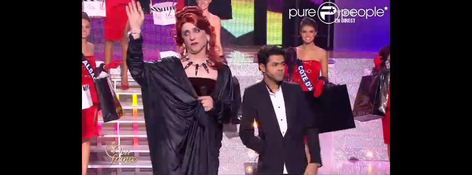 Les douze demi-finalistes lors de l'élection de Miss France 2013 le samedi 8 décembre 2012 sur TF1 en direct de Limoges - photos Purepeople