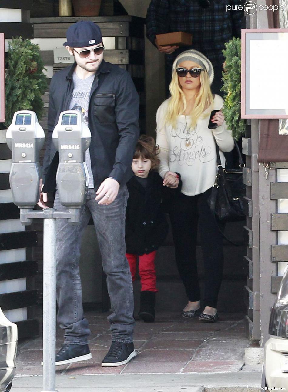 Christina Aguilera va déjeuner avec son fils Max et son petit ami Matthew Rutler à West Hollywood, le 13 décembre 2012.