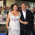 Pierce Brosnan et sa femme à l'avant-premièrede Mama Mia, à LOndres, le 30/06/08