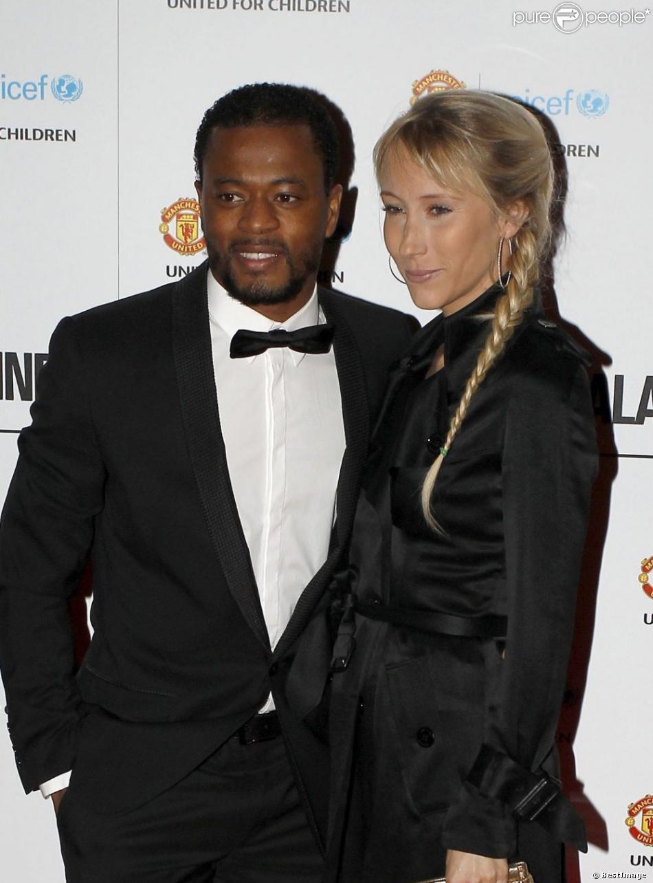 Patrice Evra et sa femme Sandra lors du gala de l'UNICEF organisé par l'équipe de Manchester United à Manchester le 19 décembre 2012