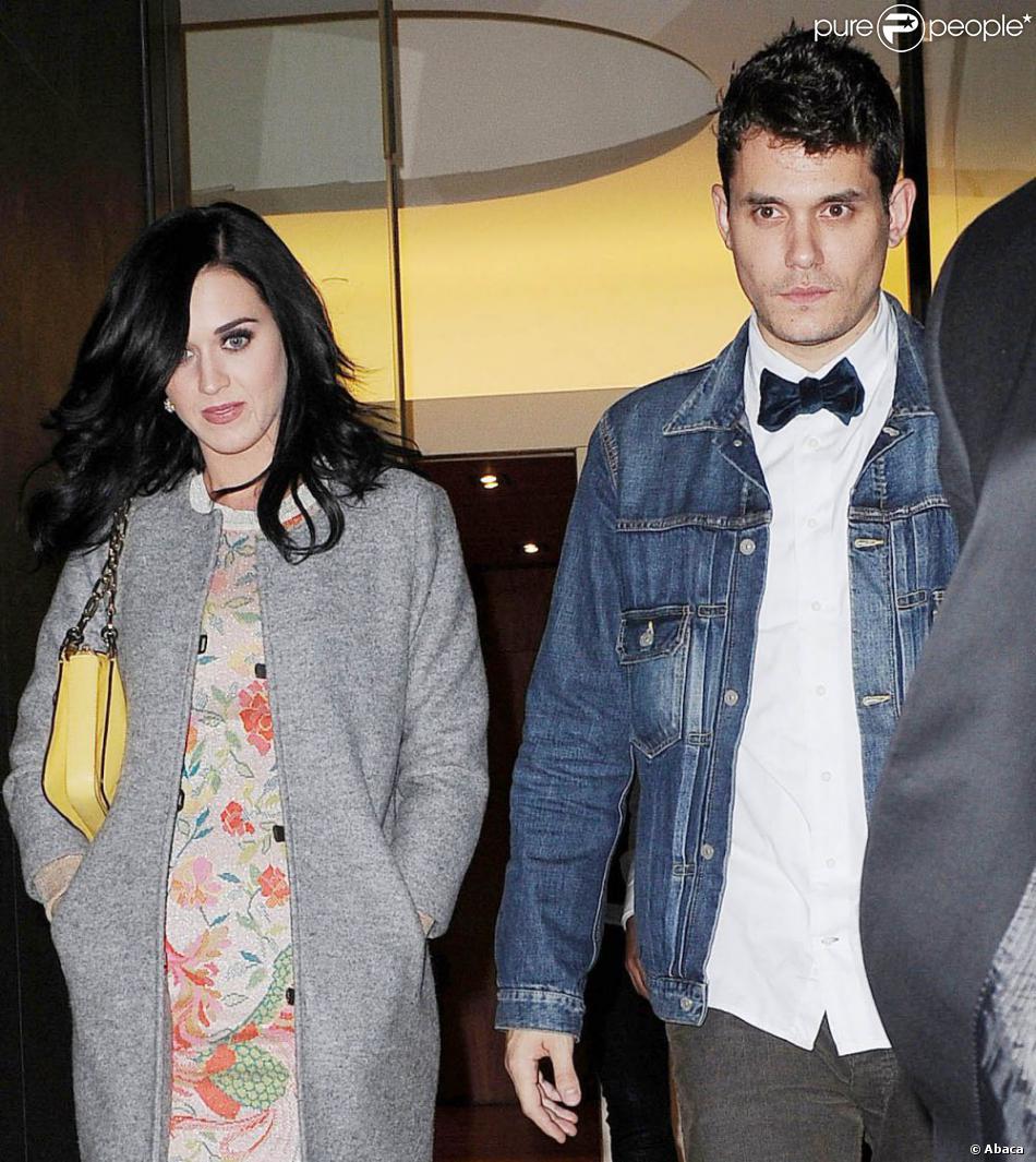 Katy Perry et John Mayer, apparemment en couple, sortent ensemble le 16 octobre 2012 à New York.