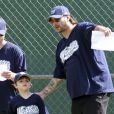 Kevin Federline et la chanteuse Britney Spears, ont encouragé leur fils aîné Sean Preston lors d'un match de baseball à Los Angeles, le 10 avril 2011.