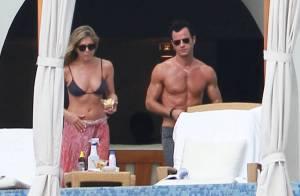 Jennifer Aniston et Justin Theroux, amoureux : Corps bronzés et muscles exhibés