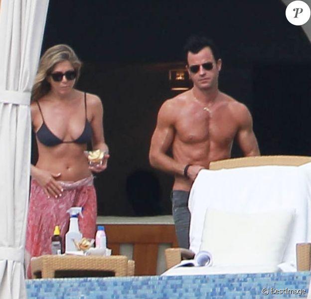 Jennifer Aniston et son fiancé Justin Theroux en vacances à Cabo San Lucas le 27 décembre 2012.