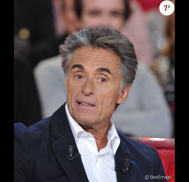 Gérard Holtz lors de l'enregistrement de l'émission Vivement Dimanche à Paris, le 12 décembre et diffusée le 16 décembre 2012.