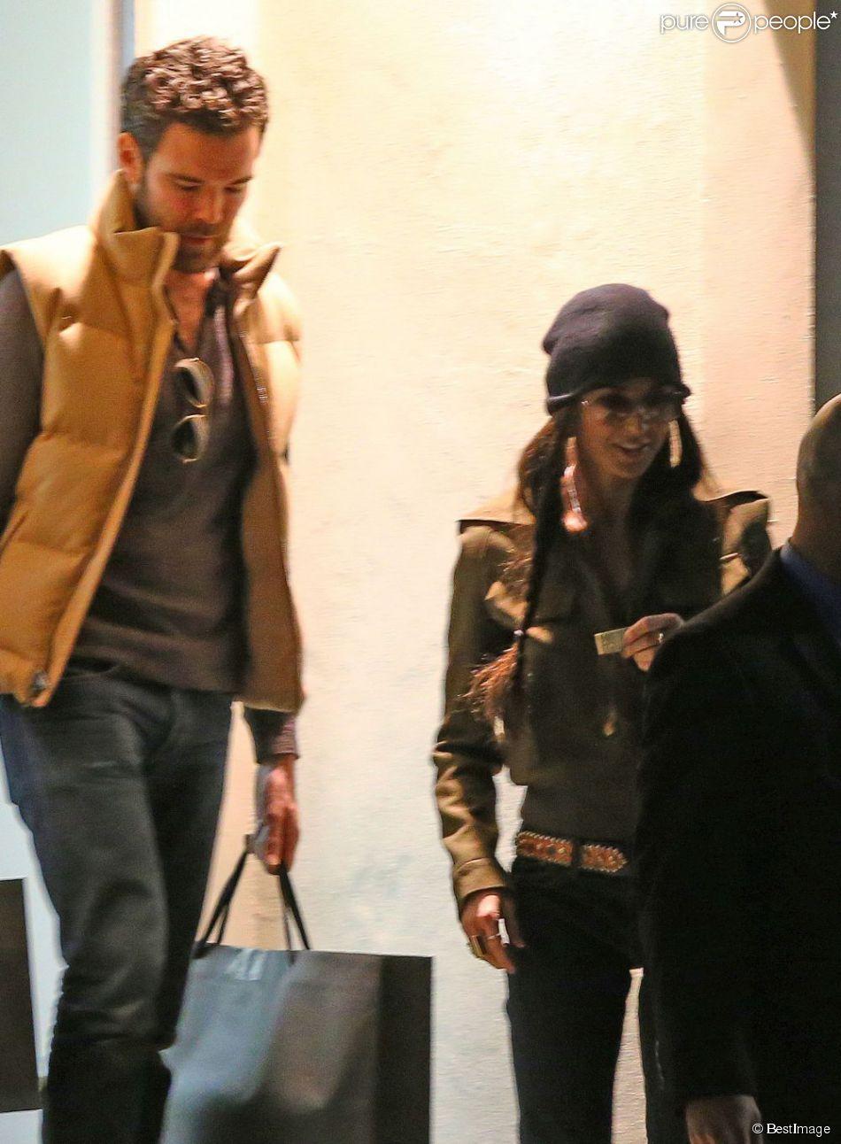 Demi Moore, souriante et épanouie en compagnie d'un mystérieux étalon, le 23 décembre 2012 à Los Angeles