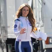 Jennifer Love Hewitt, sexy dans un uniforme de la NASA
