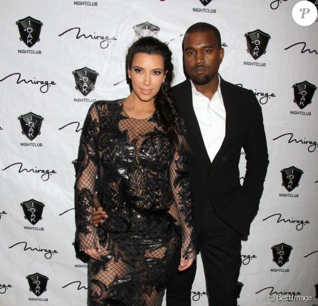 Kim Kardashian enceinte et son petit-ami Kanye West fêtent le Nouvel An à Las Vegas, le 31 décembre 2012.