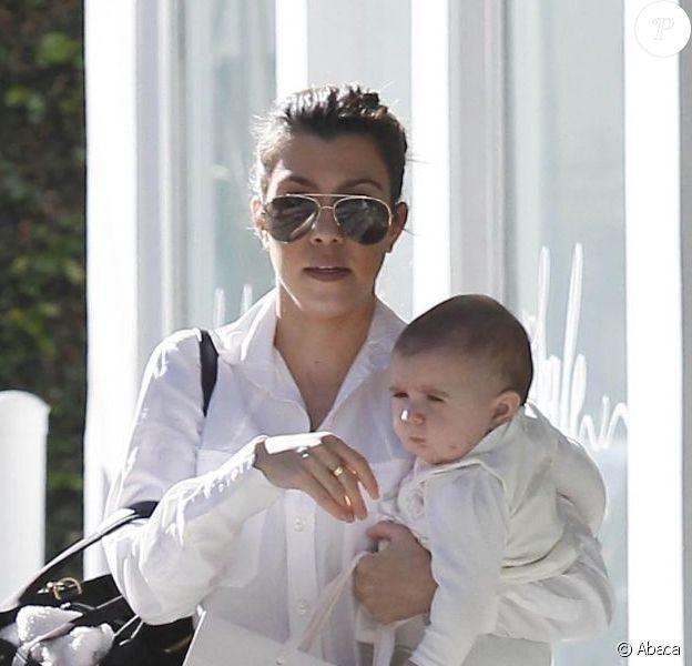 Kourtney Kardashian et sa fille Penelope font du shopping à Beverly Hills. Le 10 janvier 2013.