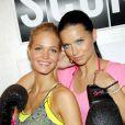 Adriana Lima et Erin Heatherton célèbrent le lancement de la nouvelle collection de VSX Sport, ligne de vêtements de sport de Victoria's Secret, dans la boutique de la marque située dans le quartier d'Herald Square. New York, le 15 janvier 2013.