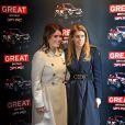 Les princesses Beatrice et Eugenie d'York visitant le salon Bread-Butter à Berlin le 17 janvier 2013 dans le cadre de leur visite officielle de deux jours pour soutenir la campagne promotionnelle en faveur de la Grande-Bretagne, GREAT.