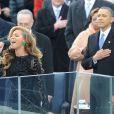 Beyoncé chante l'hymne national lors de la cérémonie d'investiture de Barack Obama qui se tenait devant le Capitole de Washington le 21 janvier 2013