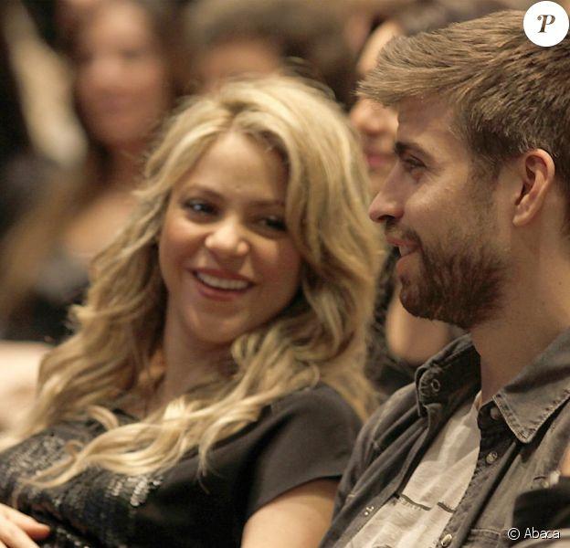 Shakira et son amoureux Gerard Piqué lors d'une conférence du père de la chanteuse à Barcelone le 14 janvier 2013
