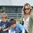 La chanteuse Sheryl Crow emmène ses enfants Levi et Wyatt à la plage à Venice, le 23 janvier 2013.