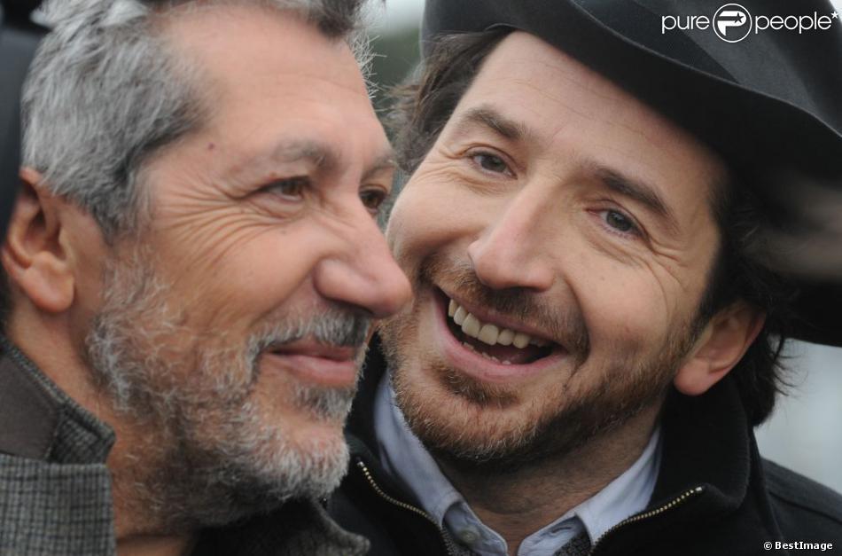 Alain Chabat et Edouard Baer du film  Turf , lors du 92eme Grand Prix d'Amérique à l'hippodrome de Vincennes, le 27 janvier 2013.