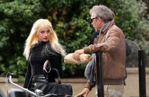 Amber Heard use de ses charmes sur Kevin Costner en plein tournage parisien