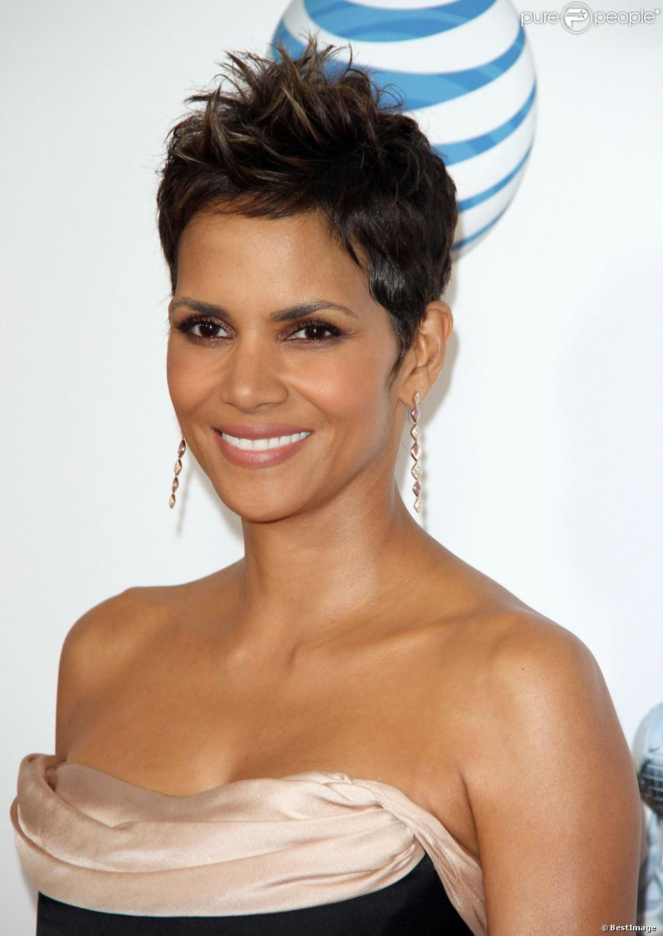 Halle Berry assiste à la 44e cérémonie des NAACP Image Awards au Shrine Auditorium. Los Angeles. Le 1er février 2013.