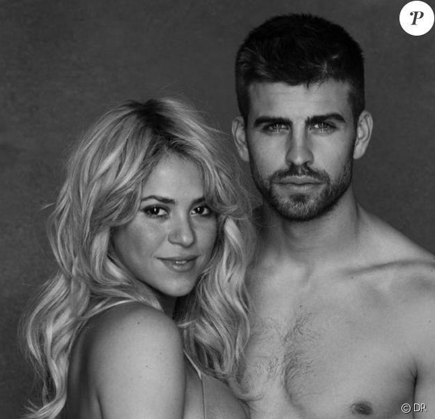 Shakira enceinte et Gerard Piqué prennent la pose sur une photo en noir et blanc postée sur le compte Twitter de la chanteuse le 16 janvier 2012