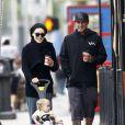 Exclusif - Pink et son mari Carey Hart se promènent avec leur fille Willow dans les rues de Los Angeles, le 17 novembre 2012.