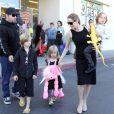 Angelina Jolie avec Shiloh, Vivienne et Knox à Los Angeles le 28 octobre 2012