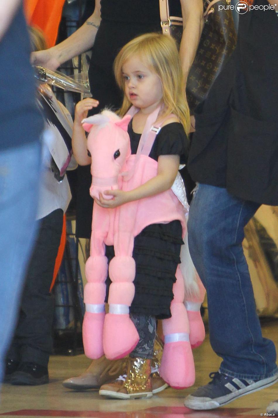 Vivienne, la fille d'Angelina Jolie et Brad Pitt, le 28 octobre 2012 à Los Angeles