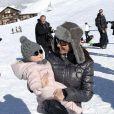 La princesse Marie et le prince Joachim de Danemark lors de leurs vacances d'hiver à Villars-sur-Ollon, photographiés le 13 février 2013 avec leurs enfants Nikolai (13 ans), Felix (11 ans), Henrik (3 ans) et Athena (1 an) au Col de la Bretaye.