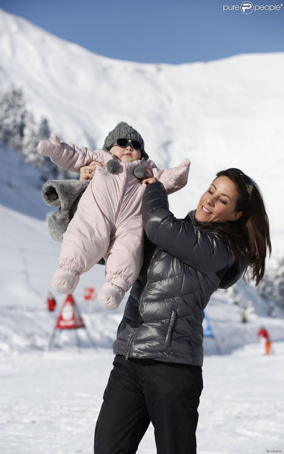 Athena super lookée pour son premier séjour aux sports d'hiver. La princesse Marie et le prince Joachim de Danemark lors de leurs vacances d'hiver à Villars-sur-Ollon, photographiés avec leurs enfants Nikolai (13 ans), Felix (11 ans), Henrik (3 ans) et Athena (1 an) au Col de la Bretaye.