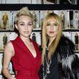 Miley Cyrus et Rachel Zoe dans les coulisses du défilé de la créatrice au Studio du Lincoln Center. New York, le 13 février 2013.