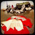 La sublime Bar Refaeli a publié la photo d'un affriolant corset et d'une paire d'escarpins Jimmy Choo sur Instagram, le 13 février 2013.
