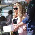 Jessica Simpson, enceinte, à la sortie du restaurant The Ivy, à Los Angeles, le 14 février 2013.