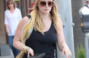Hilary Duff, look hippie, se remet au shopping après sa perte de poids