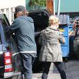 Jessica Simpson, enceinte, son fiancé Eric Johnson et leur fille Maxwell vont déjeuner dans un restaurant de Los Angeles, le 18 février 2013.