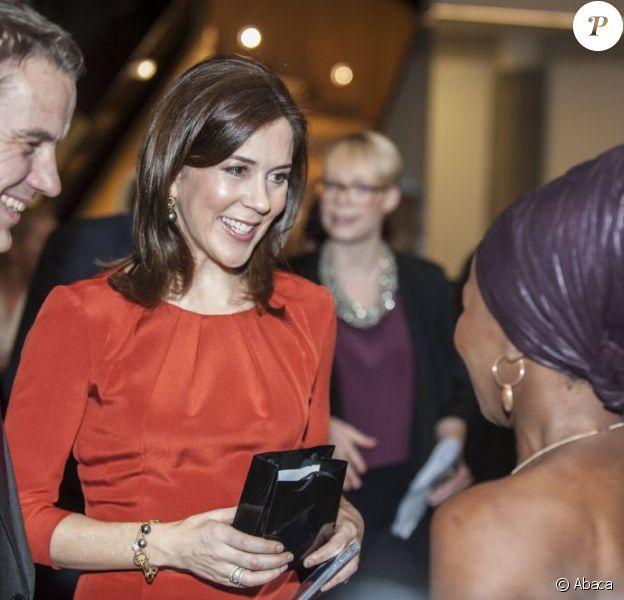 La princesse Mary de Danemark, radieuse après son séjour aux sports d'hiver, à Copenhague le 18 février 2013 pour l'ouverture d'une conférence internationale sur les inégalités.