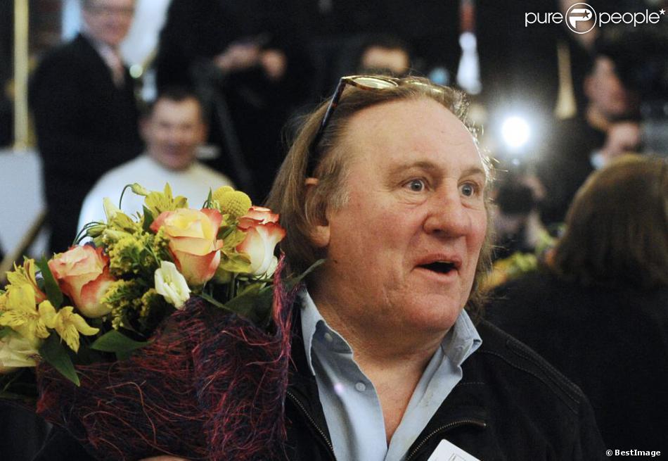 Gérard Depardieu, heureux comme tout, s'enregistrait officiellement comme résident de Mordovie au Théâtre national de Saransk, le 23 février 2013. L'acteur s'est enregistré au 1, rue de la Démocratie (Demokraticheskaïa), ce qui correspond à l'adresse de membres de la famille de son ami Nikolaï Borodatchev, directeur du Fonds d'archives cinématographiques russes.