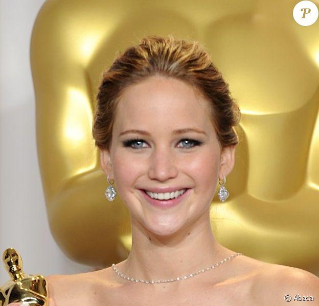 Jennifer Lawrence, ravissante dans une robe haute couture Christian Dior et lauréate du prix de Meilleure Actrice pour Happiness Therapy lors des Oscars. Los Angeles, le 24 février 2013.