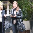 Exclu - Maria Shriver, l'ex-femme d'Arnold Schwarzenegger discute avec des amies à Bel Air le 19 février 2013.