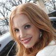 Jessica Chastain quitte l'hôtel Le Meurice à Paris en compagnie d'Isabelle Huppert et Jessica Chastain. Le 6 mars 2013.