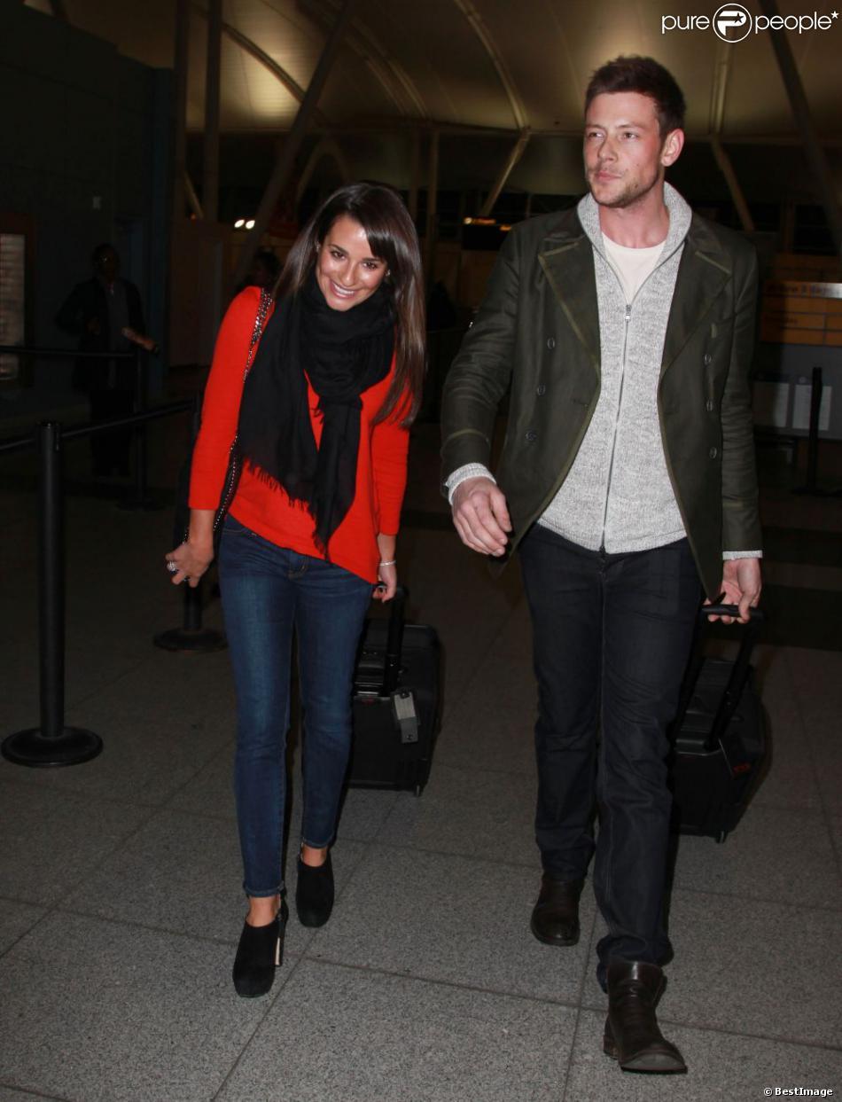 La jolie Lea Michele et Cory Monteith de la série Glee, à l'aéroport de New York le 06 mars 2013.