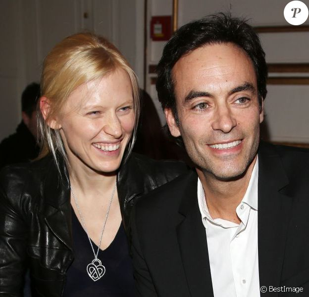 Anthony Delon et Anna Sherbinina, souriants lors du défilé Jitrois à l'hôtel Saint James & Albany. Paris, le 6 mars 2013.