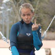 Kendra Wilkinson : L'ex-playmate entre doigt d'honneur et poses sexy pour Splash