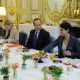 François Hollande prenait un petit-déjeuner avec la ministre du Droit des femmes et une dizaine de créatrices d'entreprises à l'Elysée le 8 mars 2013 à Paris