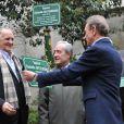 Jean Christophe Mitterrand, Jean Tiberi et Bertrand Delanoëà l'inauguration du square Danielle Mitterrand au 20 rue de Bievre à Paris le 8 mars 2013.