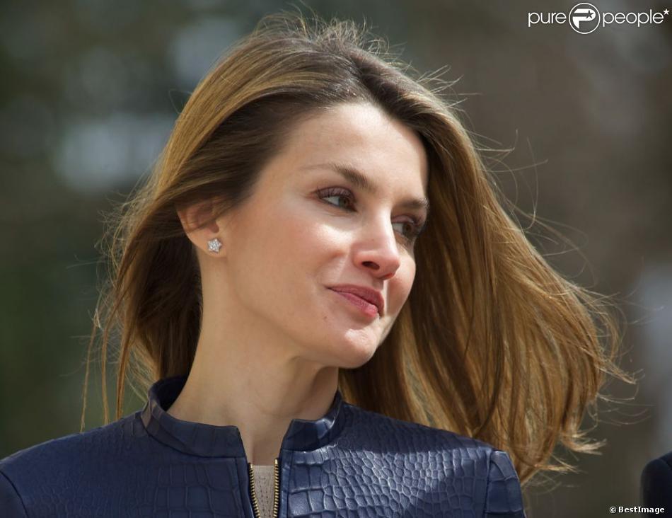 La princesse Letizia d'Espagne assiste à la remise des Prix Discapnet de la Fondation ONCE à Madrid, le 11 mars 2013.