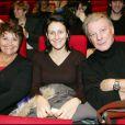 Herbert Léonard avec sa femme Cléo et sa fille Eléa, au Palais des Congrès pour le retour de la comédie musicale Notre Dame de Paris, à Paris le 6 décembre 2005.